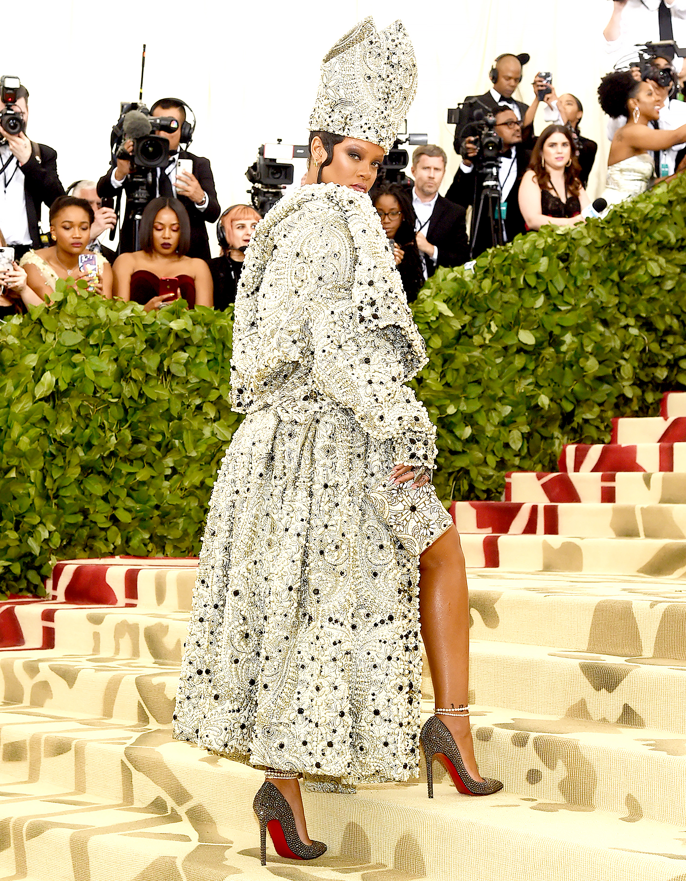 rihanna-met-gala-2018-2 - Rihanna attends the Heavenly Bodies: Fashion & The Catholic Imagination Costume Institute Gala at The Metropolitan Museum of Art on May 7, 2018 in New York City.