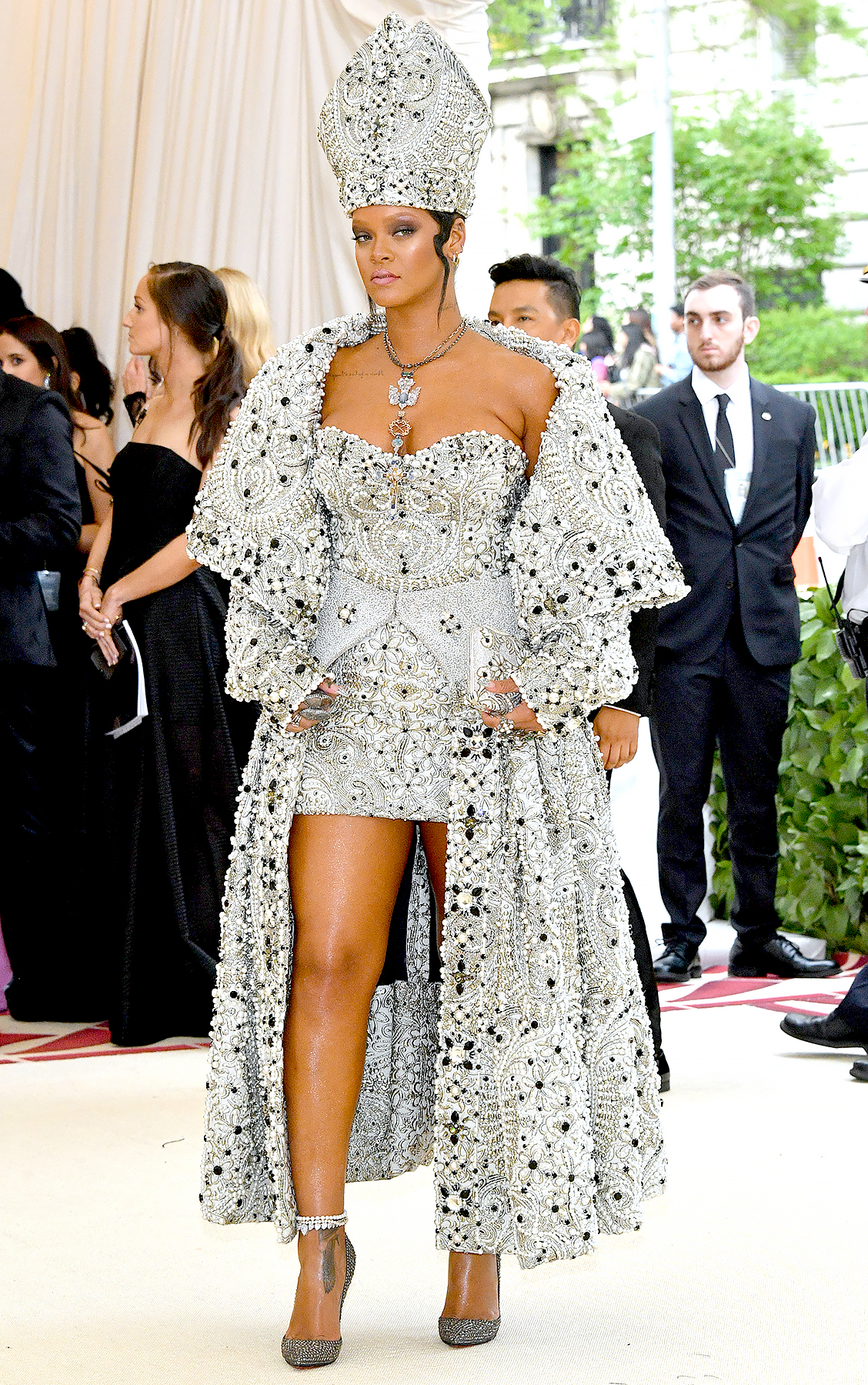 rihanna-met-gala-2018 - Rihanna attends the Heavenly Bodies: Fashion & The Catholic Imagination Costume Institute Gala at The Metropolitan Museum of Art on May 7, 2018 in New York City.