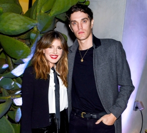 Shenae-Grimes-and-Josh-Beech-expecting