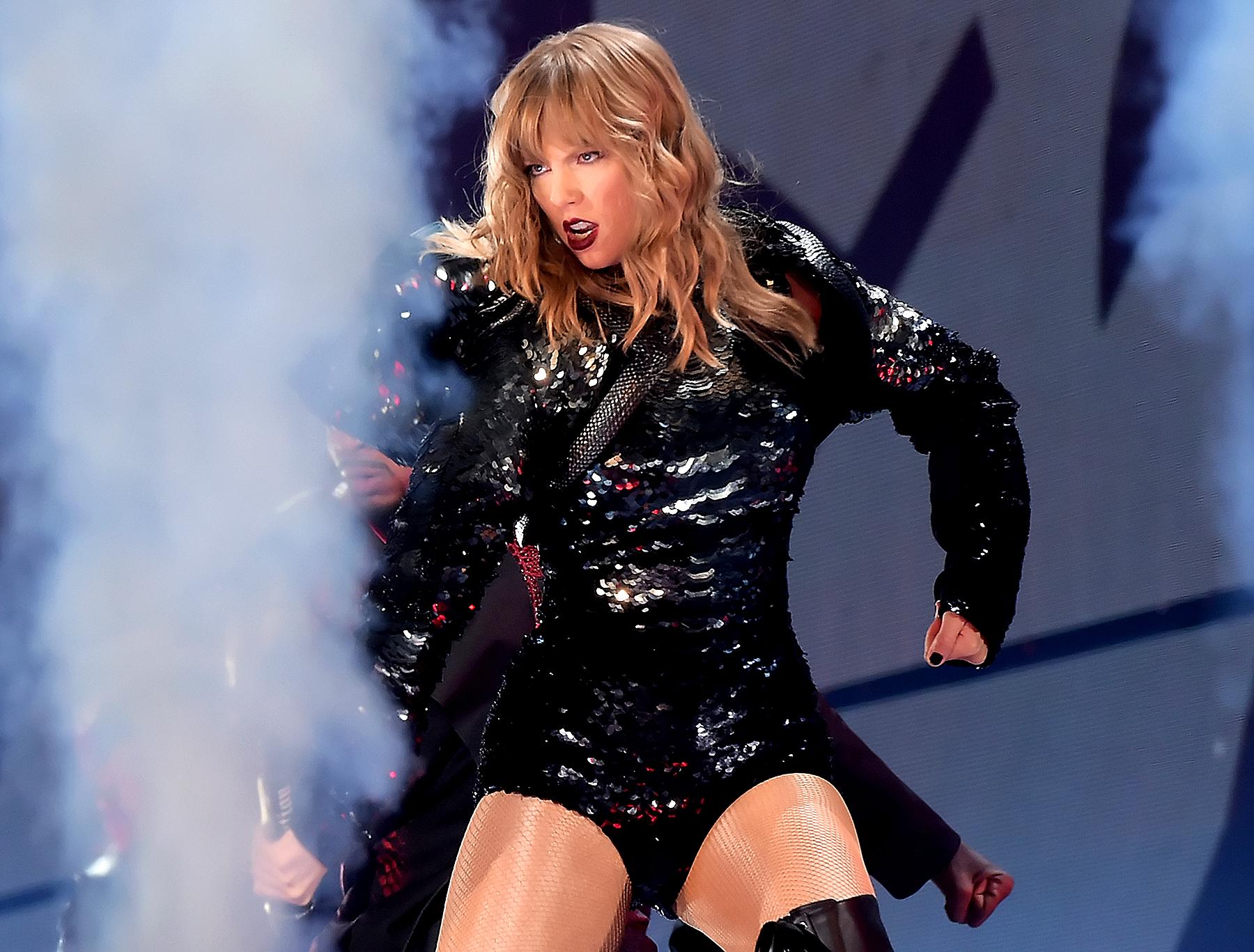Taylor Swift  Tour Chicago Setlist
