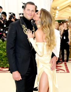 Tom-Brady-and-Gisele-Bundchen-kiss