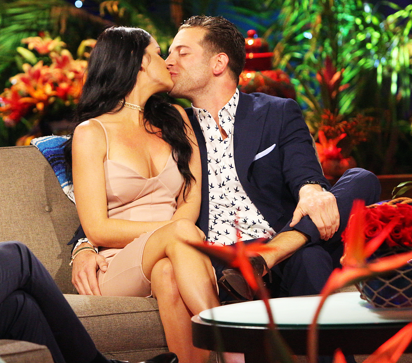 Raven Gates Adam Gottschalk Kissing Bachelor In Paradise