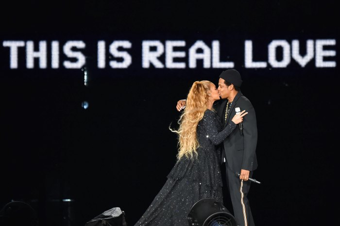 Beyonce & JAY-Z Pose Nude in Intimate On the Run II Tour