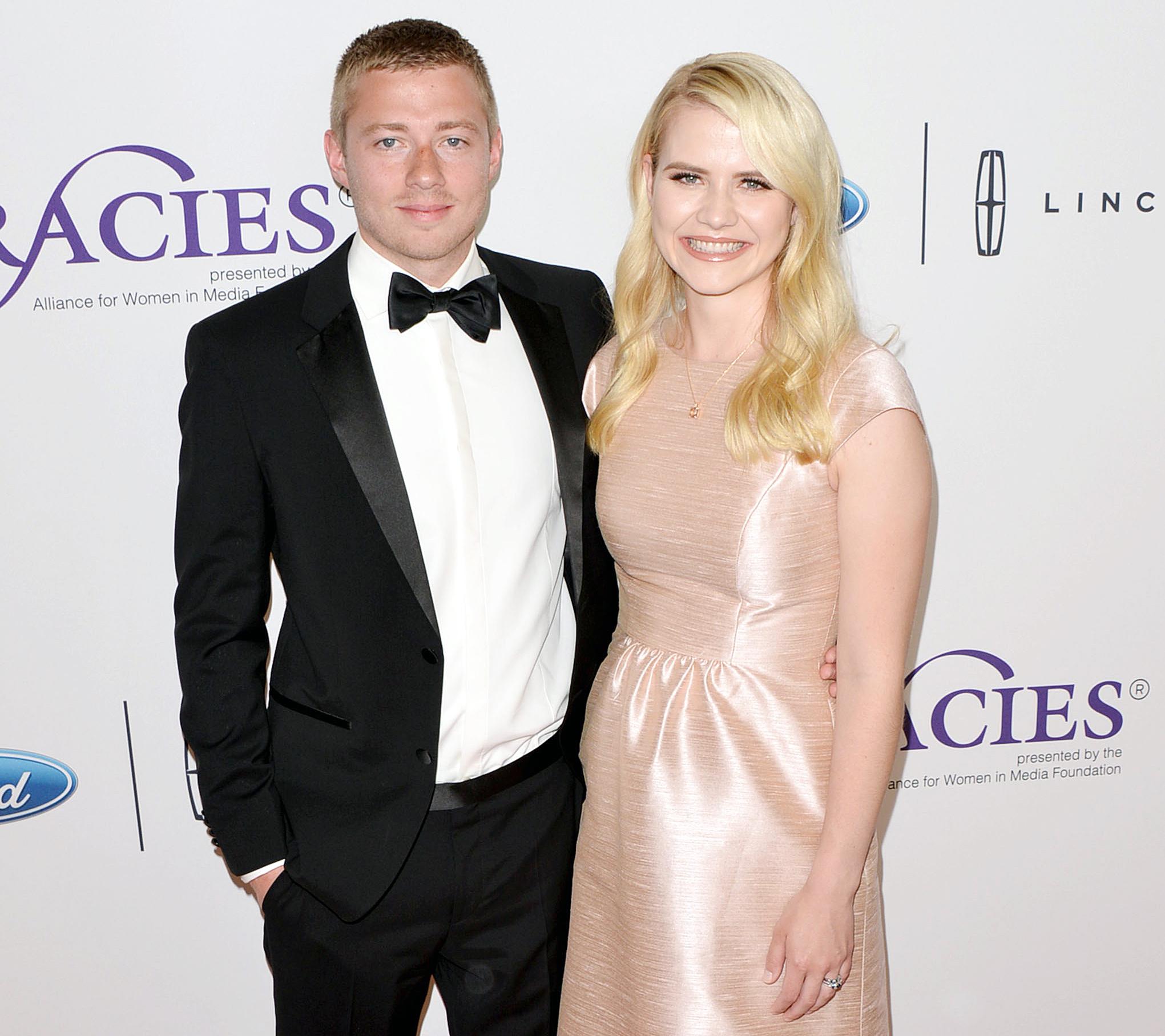 Elizabeth Smart Wedding.Elizabeth Smart Pregnant Expecting Third Child With Matthew Gilmour