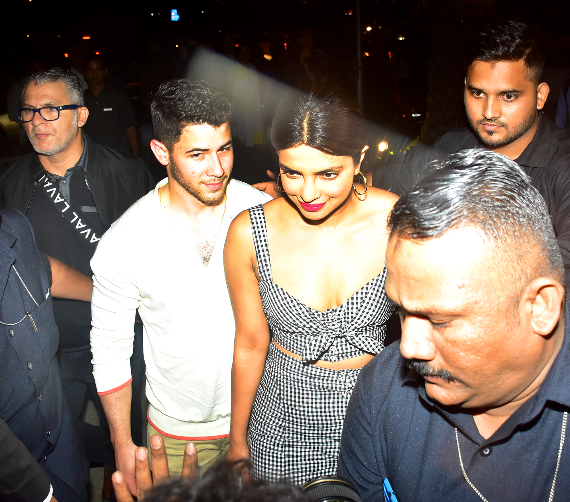Nick Jonas just made his relationship with Priyanka Chopra official!