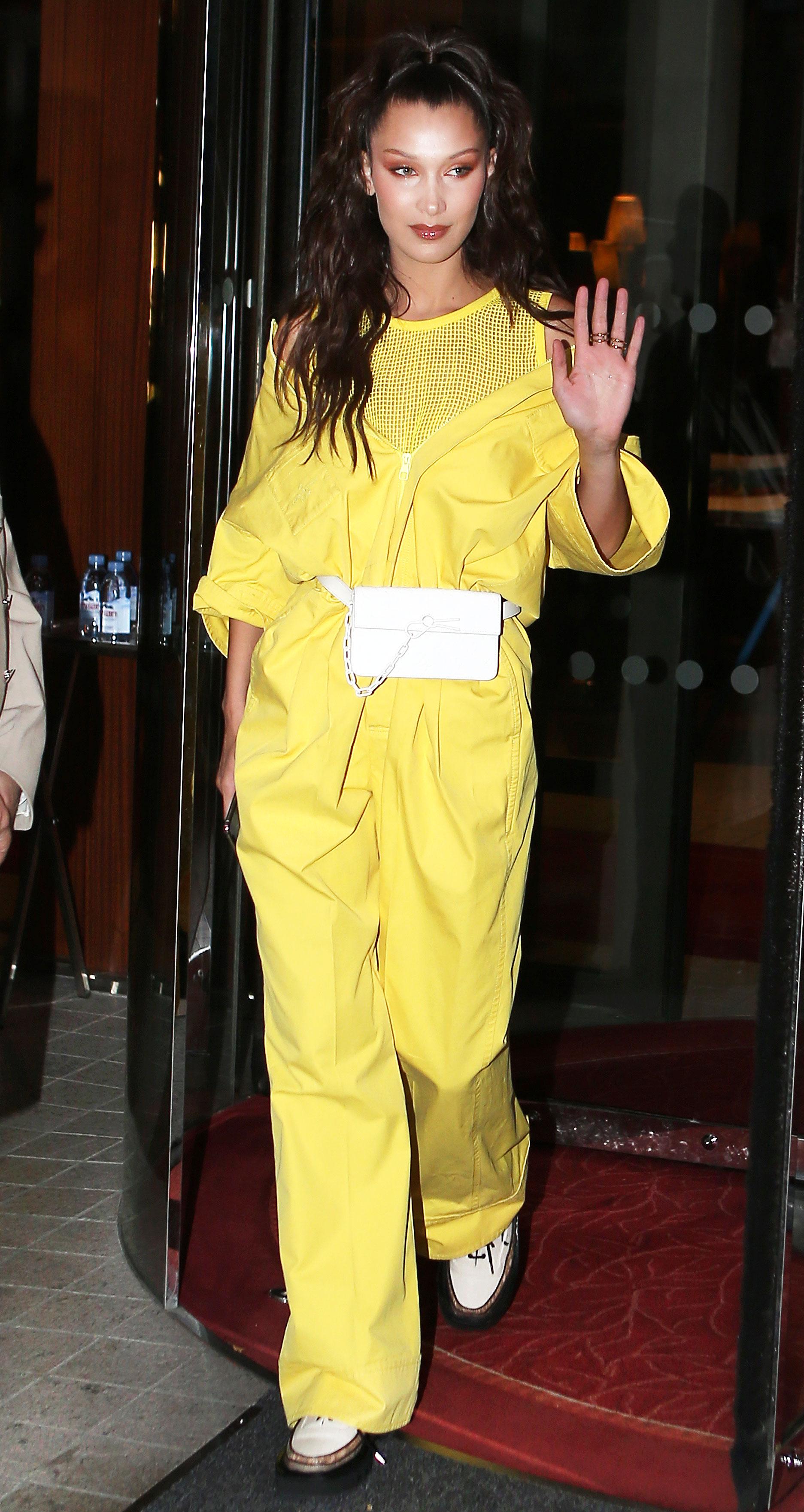 foto Gigi hadid in an all yellow ensemble nyc
