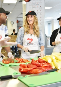 Heidi Klum showed off her chopping skills in the volunteer kitchen at NYCÕs GodÕs Love We Delive
