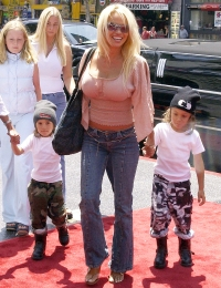 Celebrities Who Had Home Births Pamela Anderson