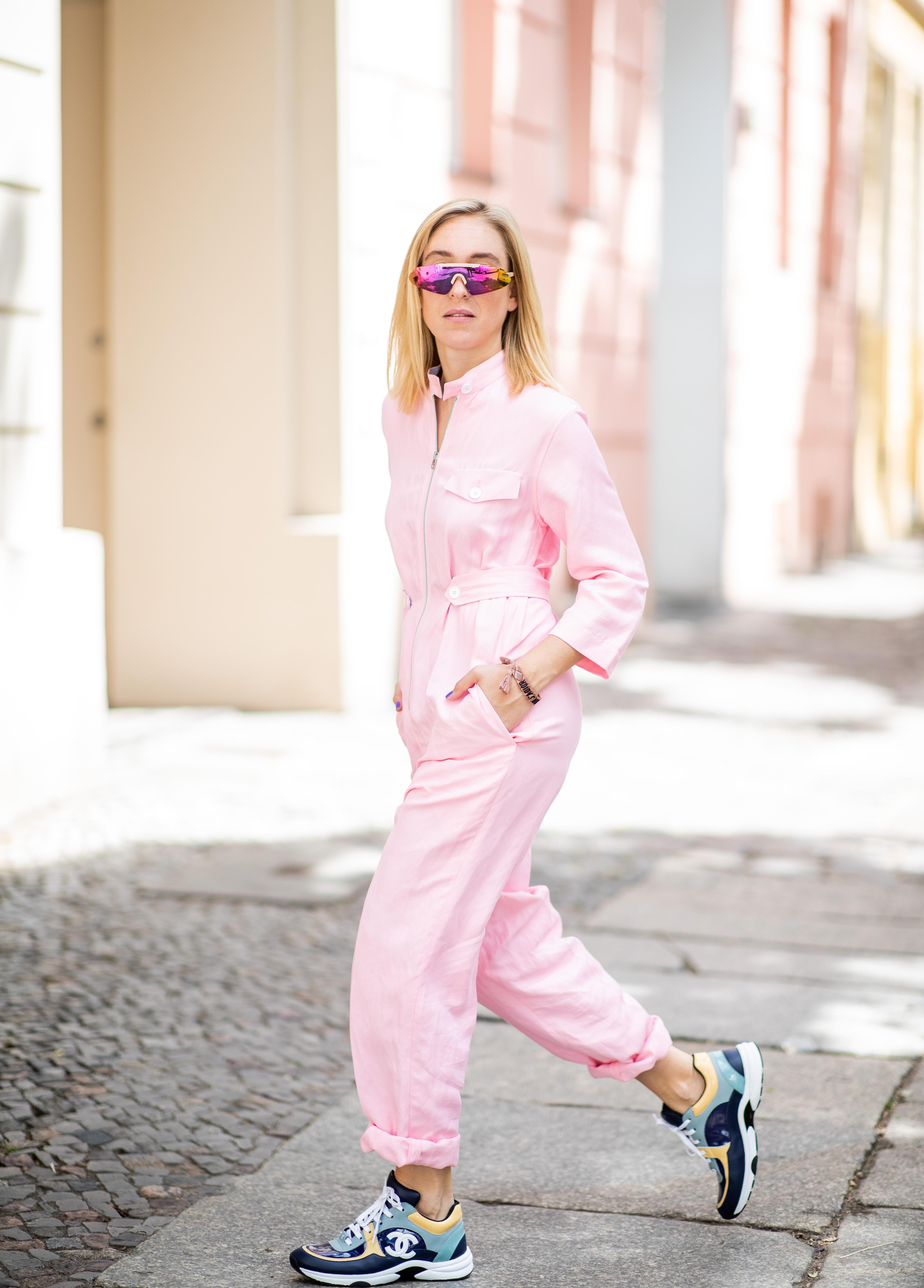 72ed5cb61a0 Summer 2018 Instagram Fashion Trends: Polka Dots, Denim Skirts, Sneakers