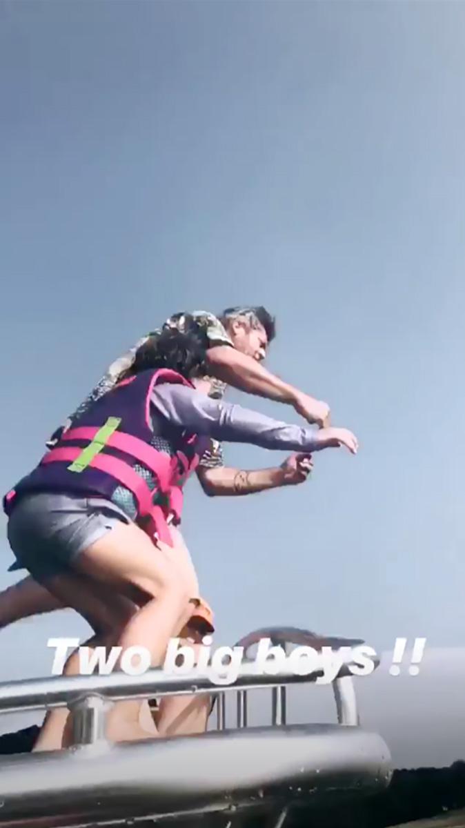 6c5fdcd0 Gwen Stefani, Blake Shelton Cuddle Up on Lake Vacation in Oklahoma: PICS