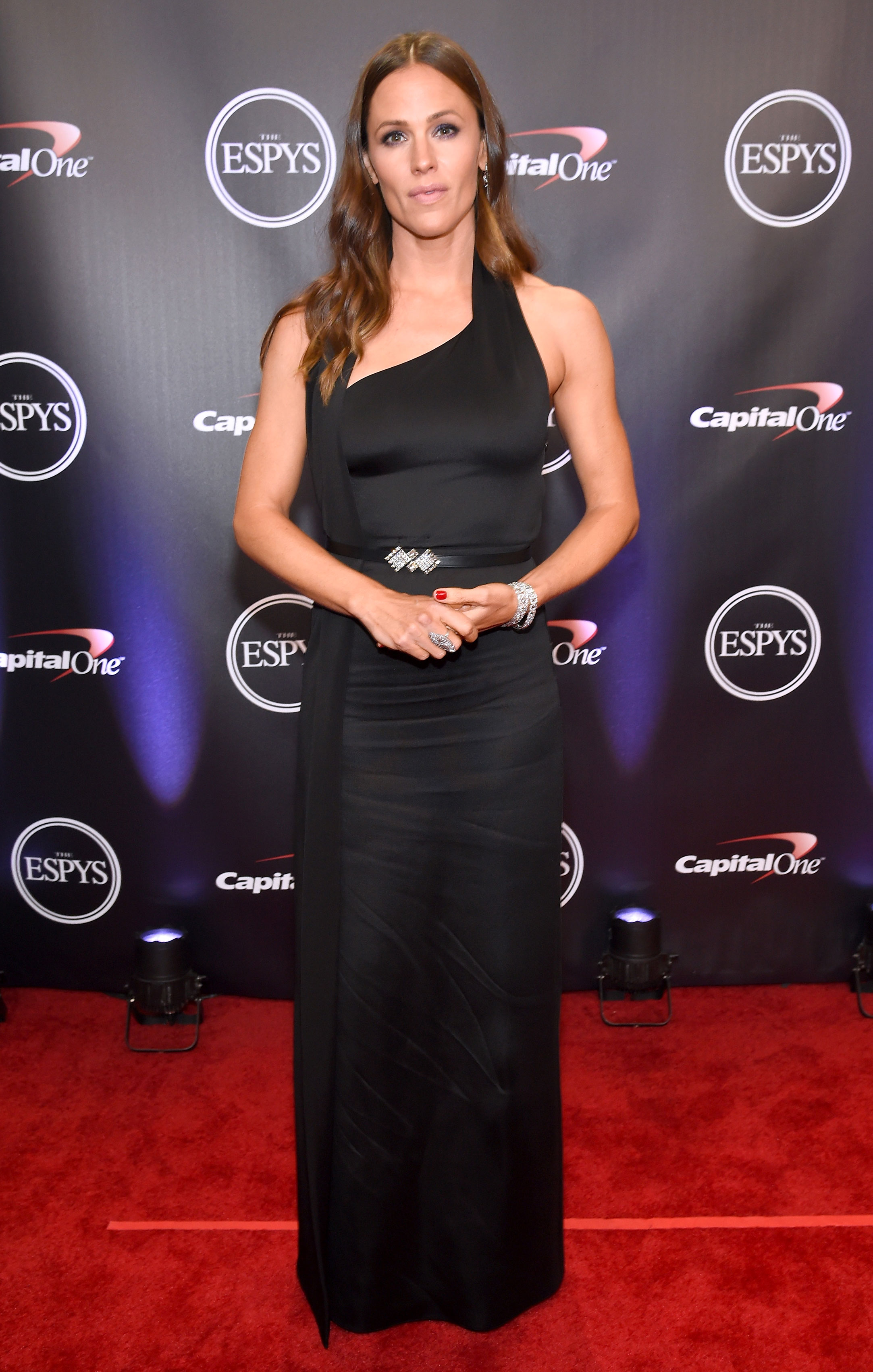 Jennifer-Garner-espys - Wearing an asymmetrical black Lanvin gown.