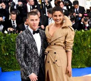 Nick-Jonas-and-Priyanka-Chopra-engaged