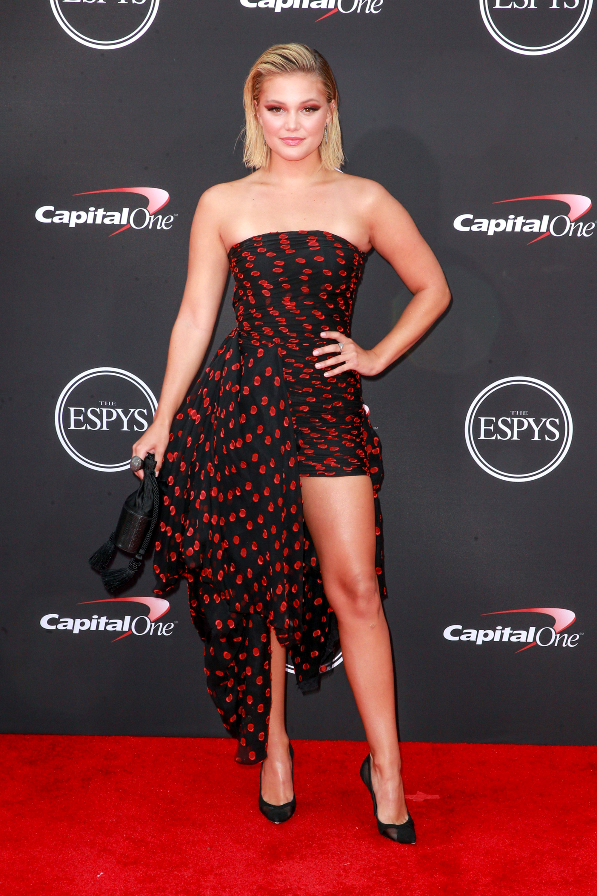 Olivia-Holt-espys - Wearing a black and red printed Redemption mini with black pumps.