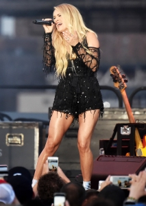 Carrie Underwood Toned Legs