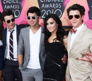 Demi Lovato Joe Jonas Nick Jonas Kevin Jonas