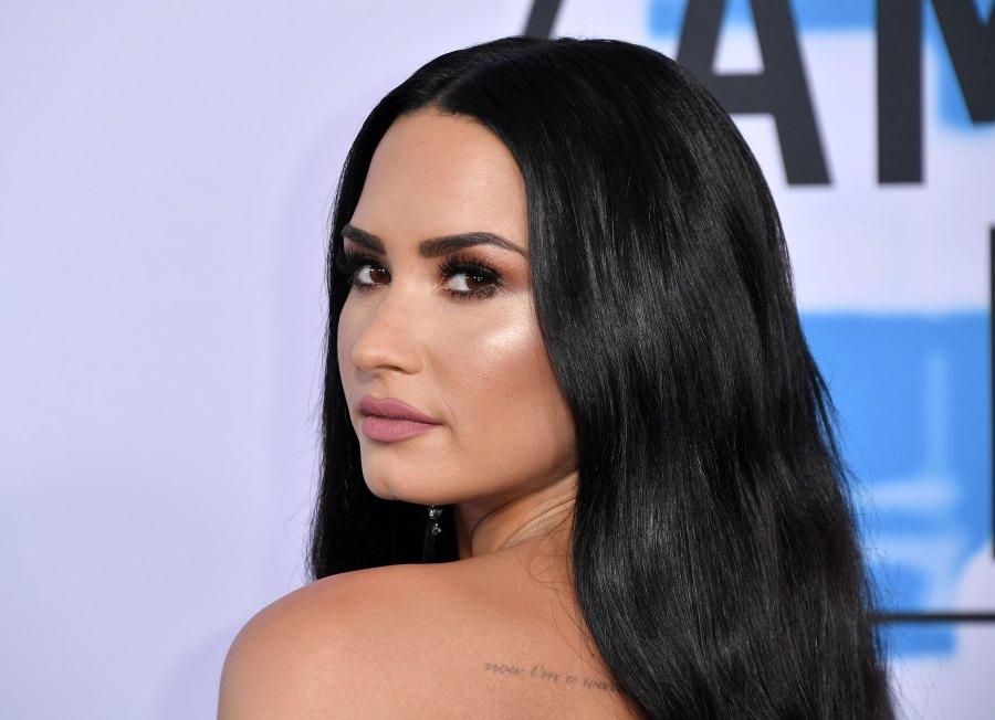 Demi Lovato Dyes Hair Blonde Pics