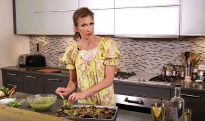 Go Inside OITNB's Alysia Reiner's Kitchen for Healthy-ish Nachos – Watch