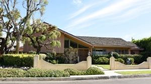 Lance Bass, Brady Bunch House
