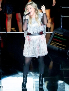 Kelly-Clarkson-U.S.-Open-Performance-Super-Bowl