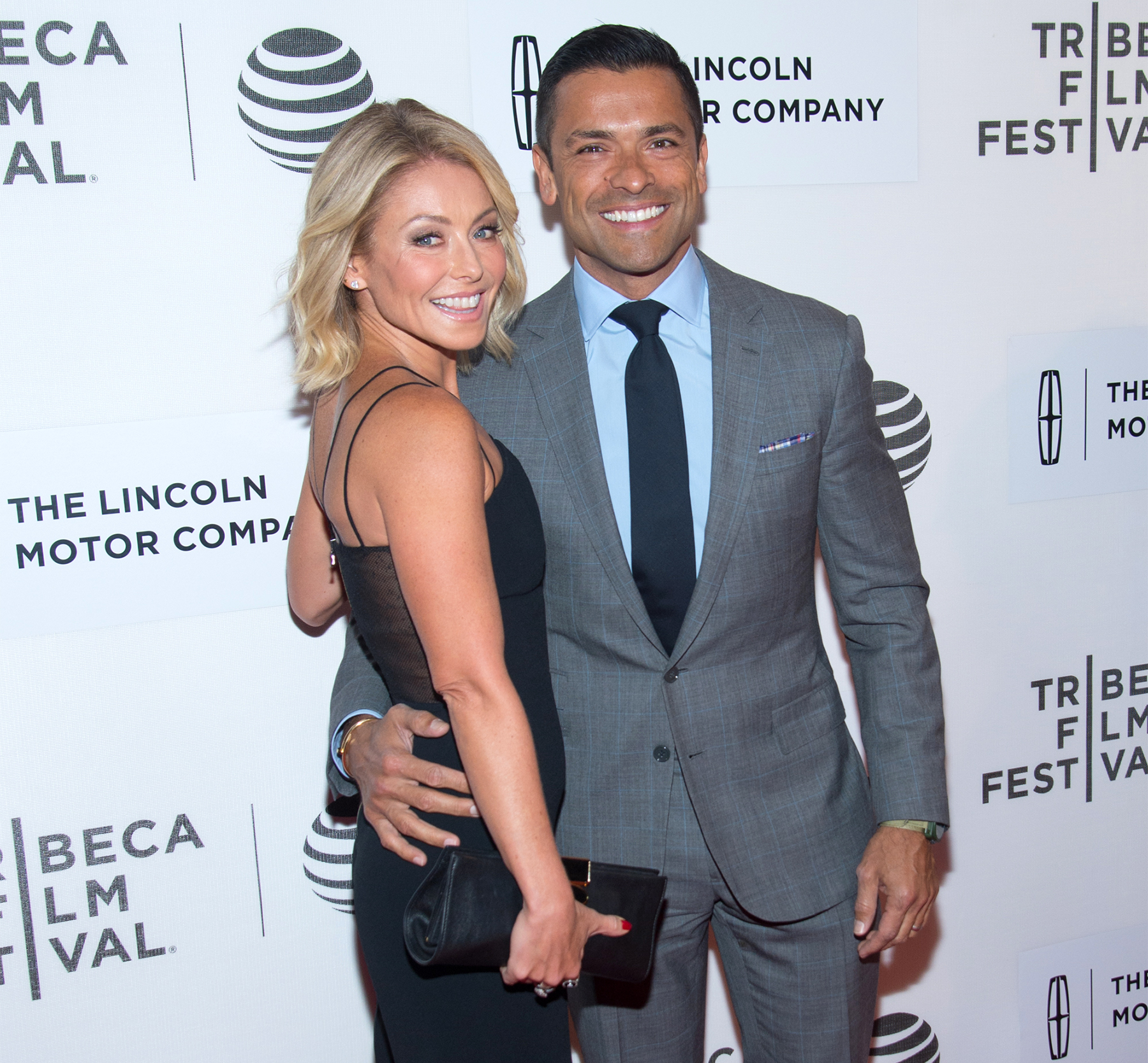 images The Smart Habit that Makes Kelly Ripa a Better Mom