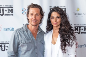 Camile Alves and Matthew McConaughey.