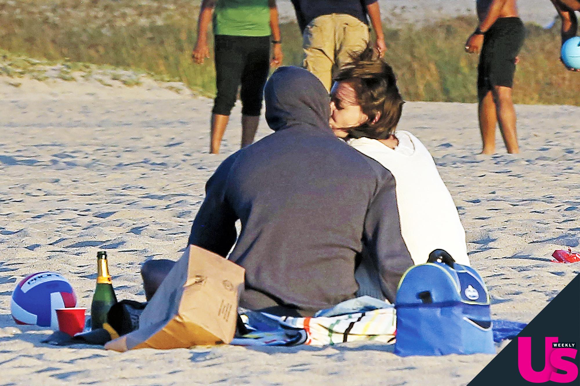 Beach allies love bare banging