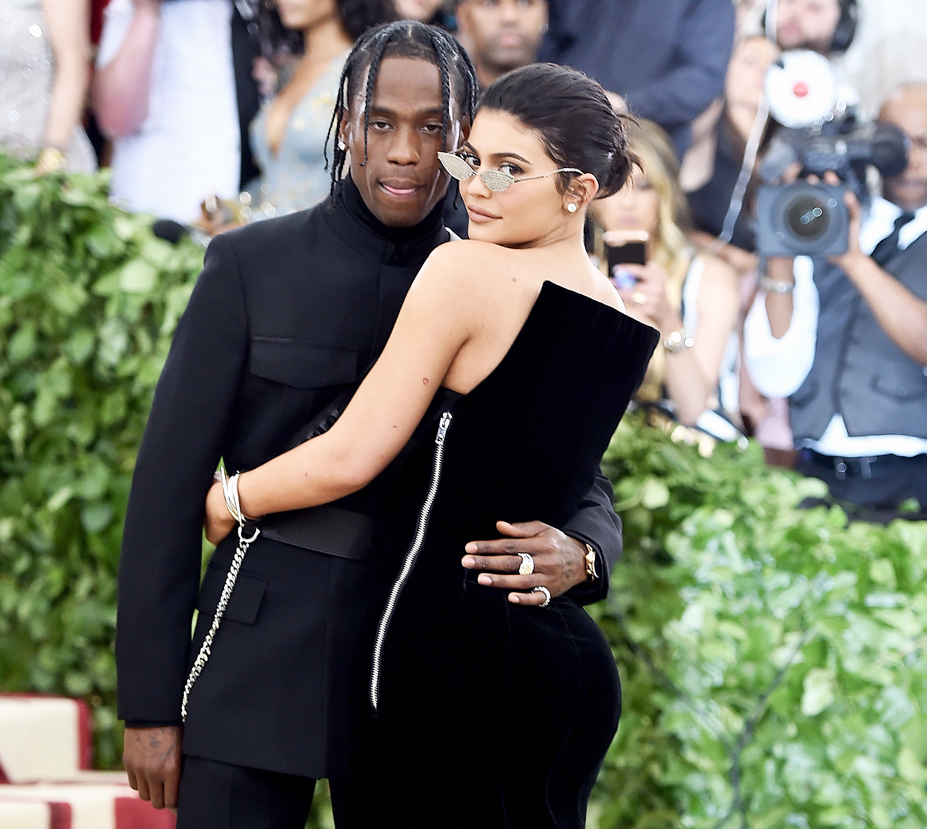 Kylie Jenner Slams Rumors Travis Scott Split - Travis Scott and Kylie Jenner attend the Heavenly Bodies: Fashion & The Catholic Imagination Costume Institute Gala at The Metropolitan Museum of Art on May 7, 2018 in New York City.