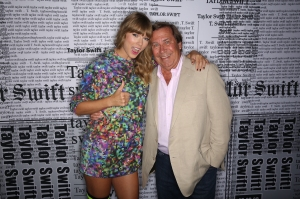 Taylor Swift Is All Smiles Meeting Dateline's Dennis Murphy