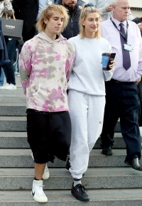 Justin-Bieber-and-Hailey-Baldwin-PDA-london-serenade-8