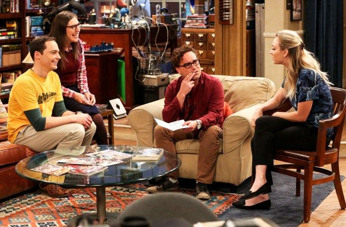 Cast of 'Big Bang Theory' on set