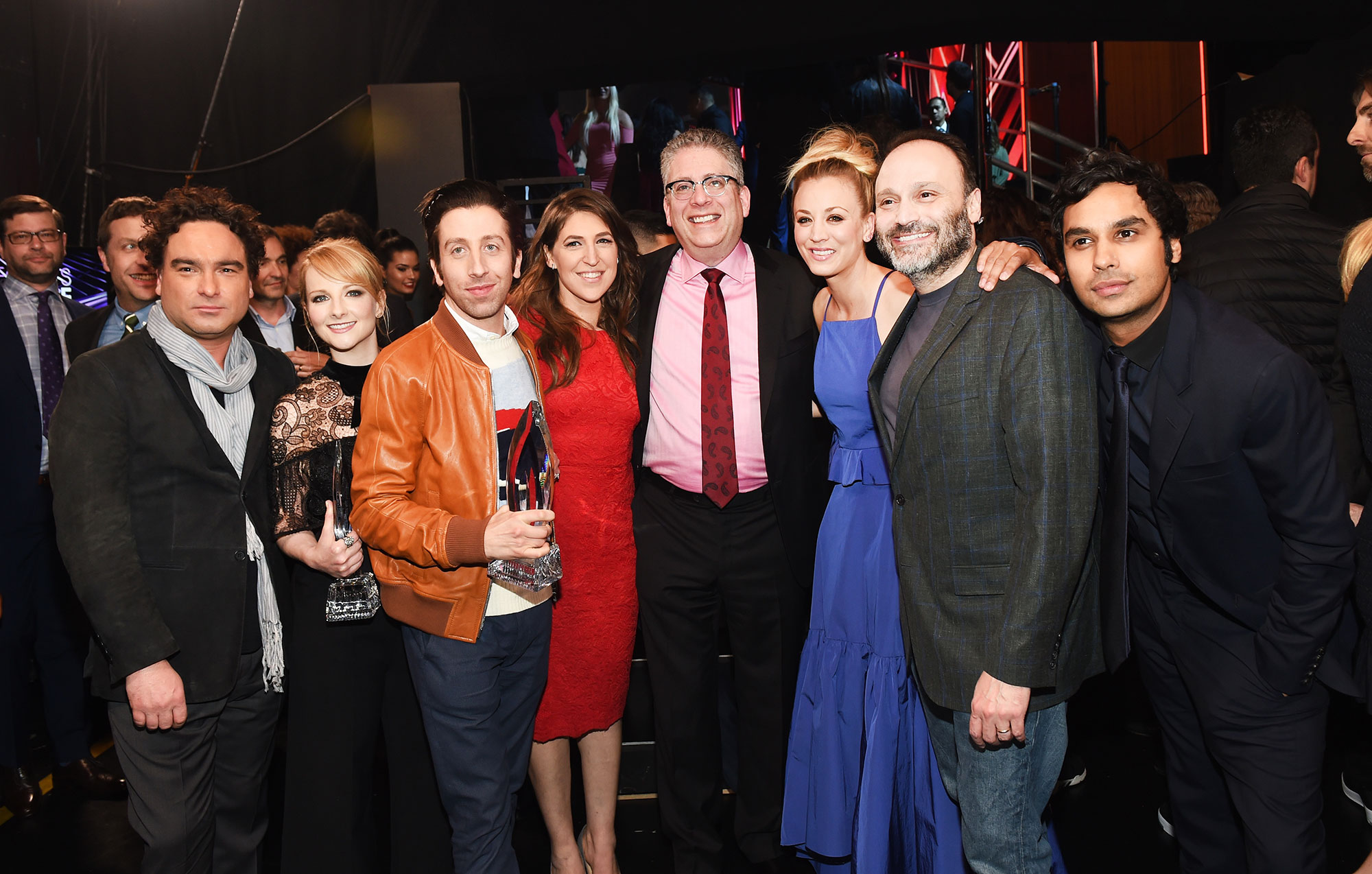 big bang theory - (L-R) Actor Johnny Galecki, actress Melissa Rauch, actor Simon Helberg, actress Mayim Bialik, writer/producer Bill Prady, actress Kaley Cuoco, writer/producer Steven Molaro, and actor Kunal Nayyar, recipients of the Favorite TV Show and Favorite Network TV Comedy awards for 'The Big Bang Theory,' pose backstage at the People's Choice Awards 2017 at Microsoft Theater on January 18, 2017 in Los Angeles, California. (Photo by Emma McIntyre/Getty Images for People's Choice Awards)