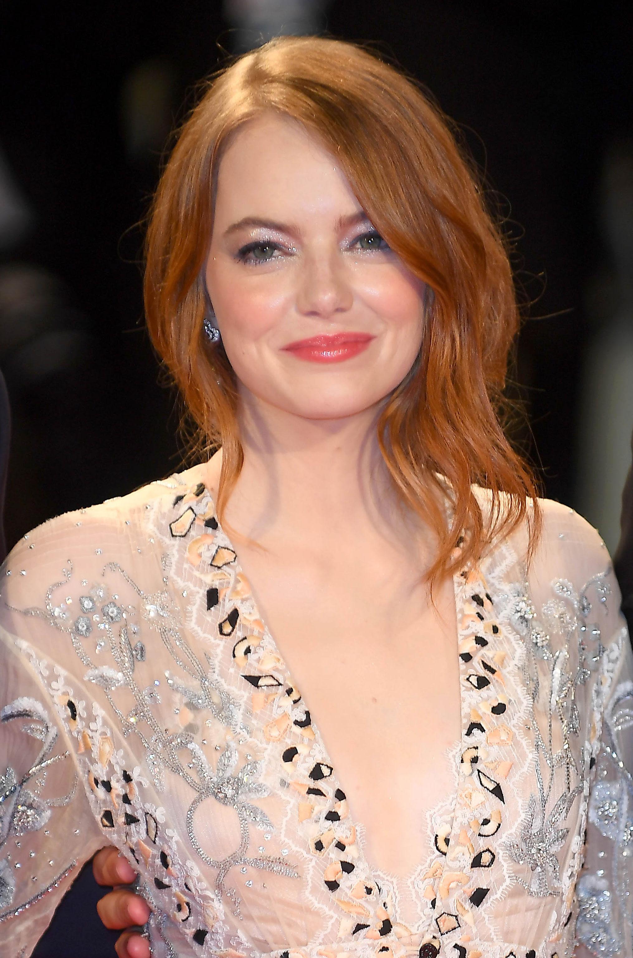 Exactly How to Re-Create Emma Stone's Venetian Sparkle - WSBuzz.com