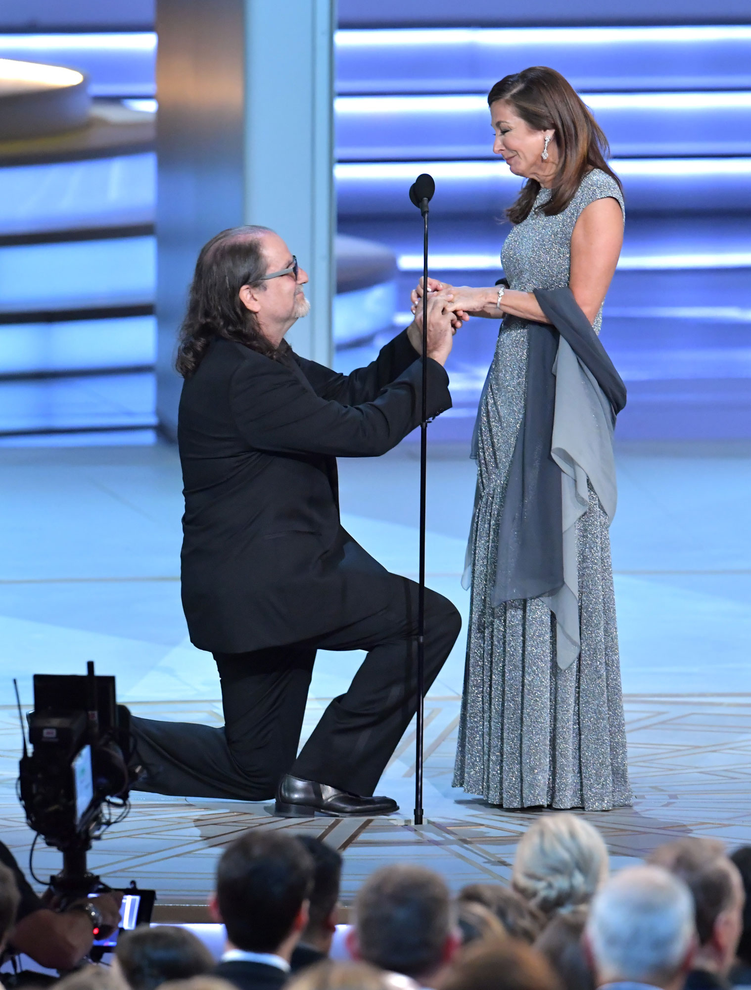 glenn weiss - Glenn Weiss (L), winner of the Outstanding Directing for a Variety Special award for 'The Oscars,' and Jan Svendsen get engaged onstage during the 70th Emmy Awards at Microsoft Theater on September 17, 2018 in Los Angeles, California. (Photo by Lester Cohen/WireImage)