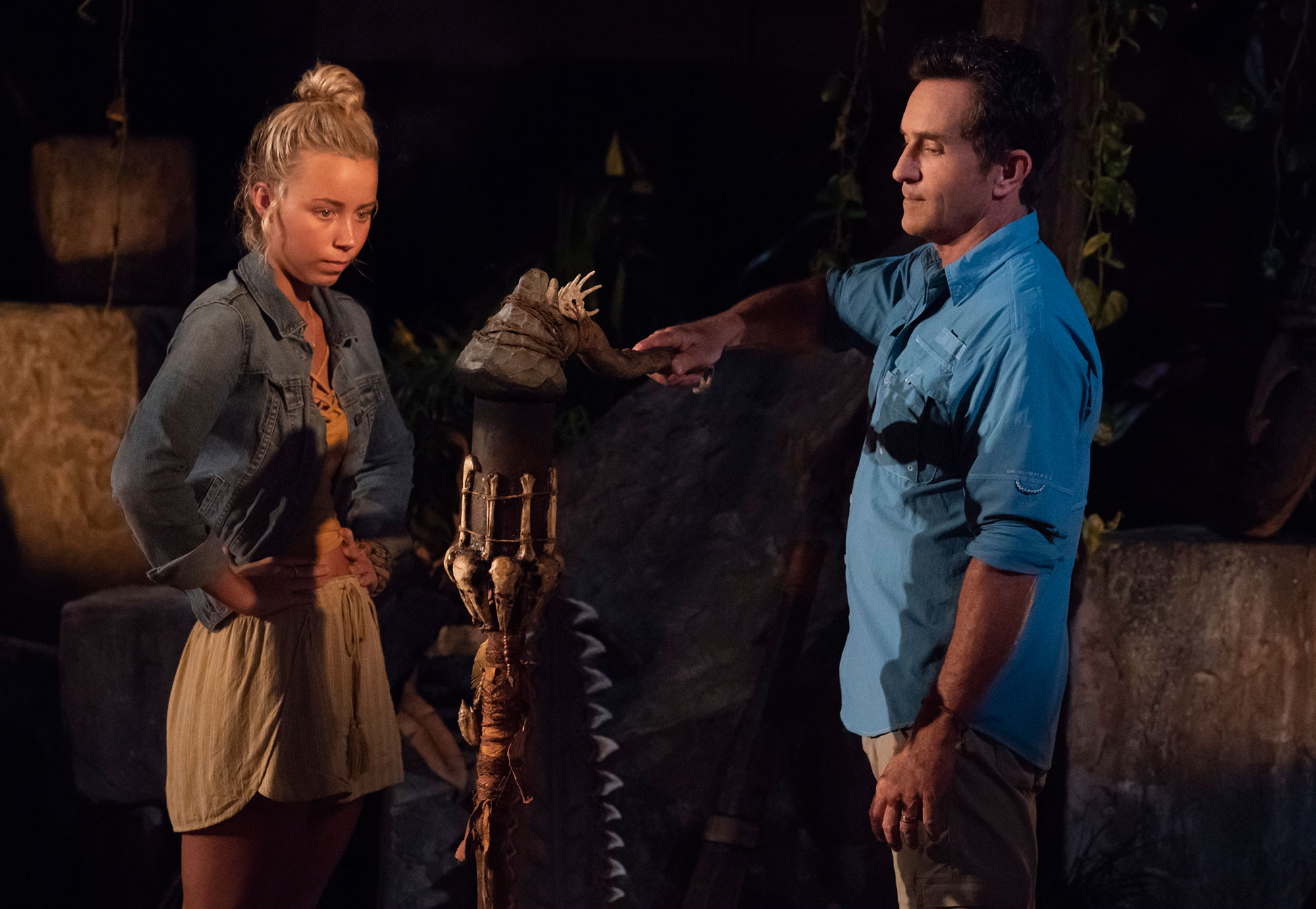 jessica peet - Jeff Probst extinguishes Jessica Peet's torch at tribal council on the second episode of 'Survivor: David vs. Goliath.