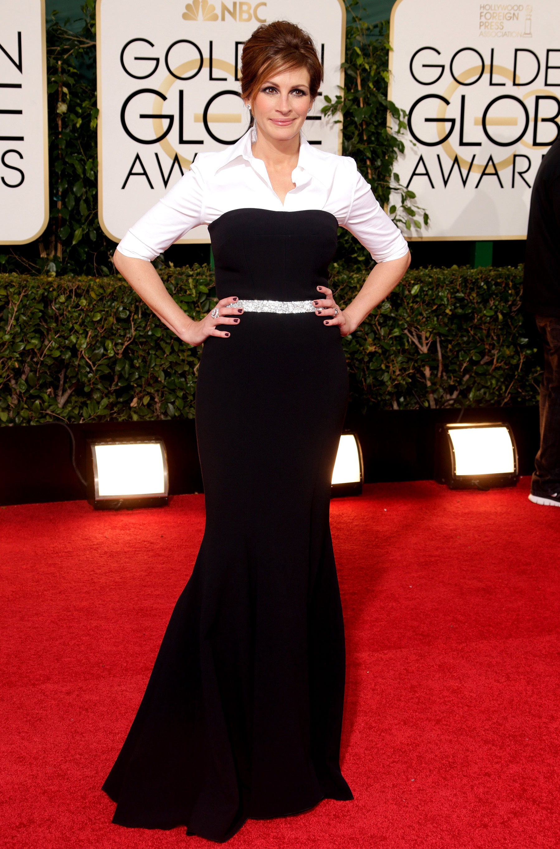 Julia Roberts - To make the star feel more comfortable in her strapless Dolce & Gabbana LBD at the 2014 Golden Globes, she layered a crisp white blouse underneath — and we were obsessed!
