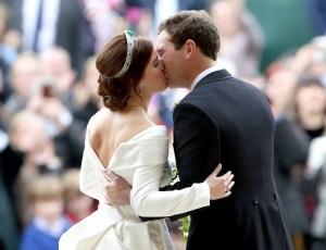 Princess-Eugenie-of-York-Jack-Brooksbank-kiss