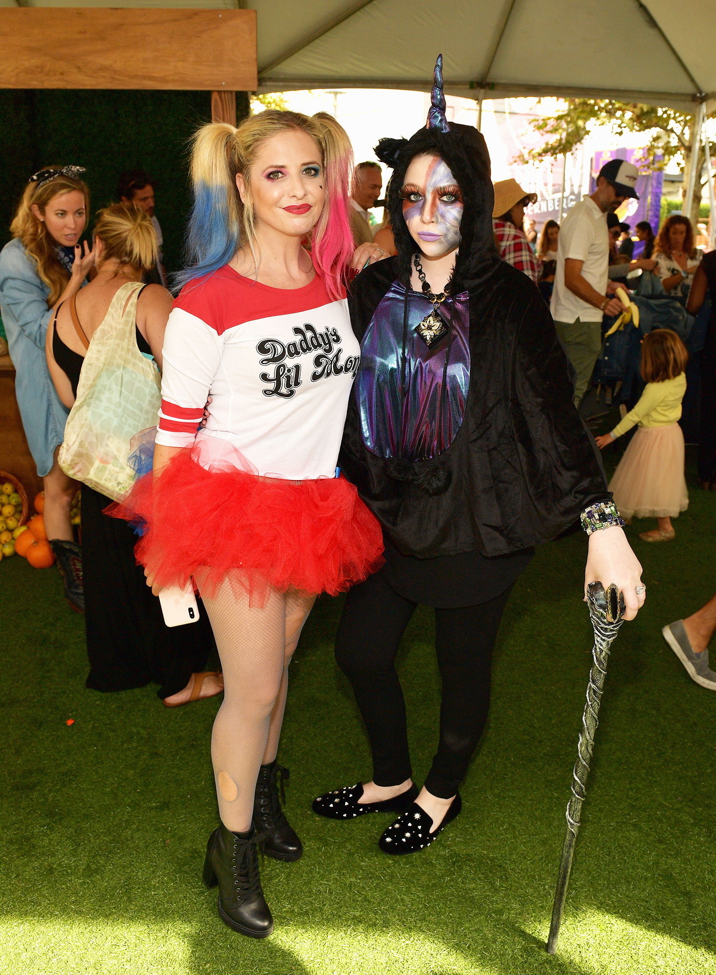 Sarah Michelle Gellar Michelle Trachtenberg - Sarah Michelle Gellar (L) and Michelle Trachtenberg attend the 2018 GOOD+ Foundation's 3rd Annual Halloween Bash presented by Delta Air Lines and Otter Pops on October 28, 2018 in Culver City, California.