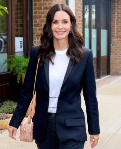 Courteney Cox talks friends