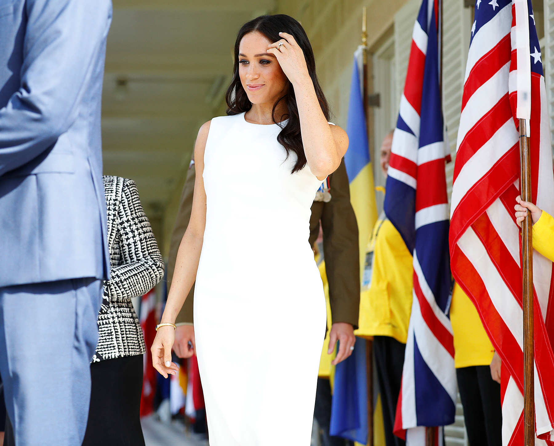 Meghan Markle, Meghan Markle (FINALLY) flaunts her cute baby bump for the first time
