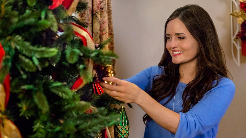 Christmas At Grand Valley.Inside Hallmark Channel S 37 Christmas Flicks Tech Greeny