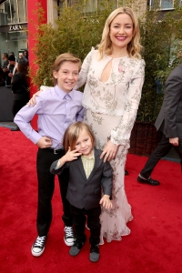 Kate Hudson (R) with sons Ryder Robinson and Bingham Hawn Bellamy