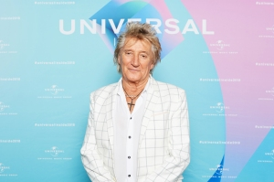 Rod Stewart, 73, Poses With Sons Ages 7 to 38 at the Beach