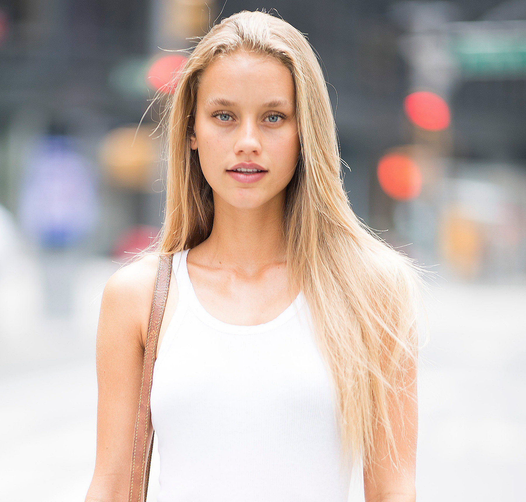 Chase-Carter - The 21-year-old Sports Illustrated Swimsuit model is getting into an empire state of mind! She'll be running her first marathon, also with the NYRR Team for Kids.