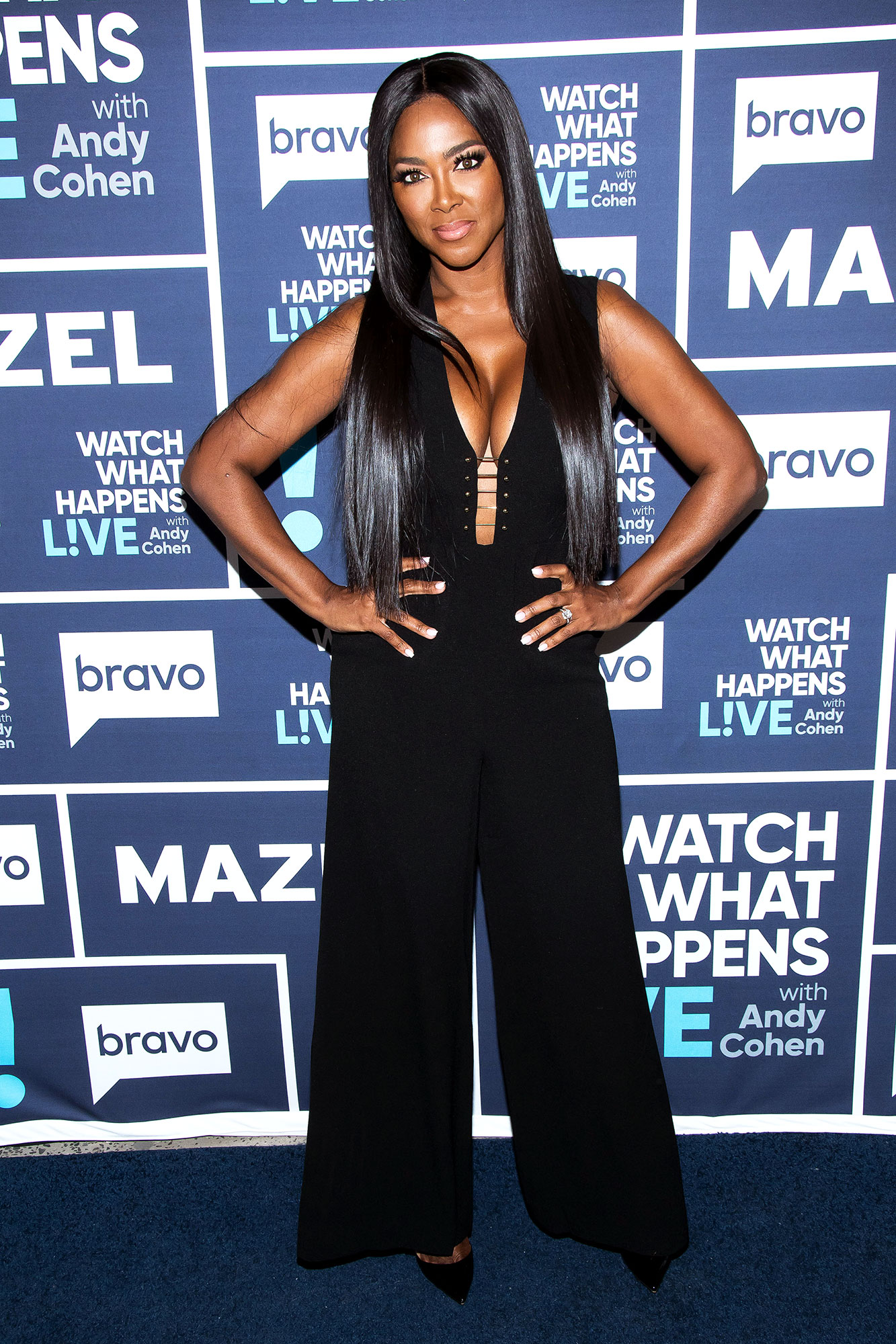 Rhoa Alum Kenya Moore Shows Off Her Abs 3 Weeks After Giving Birth Wstale Com
