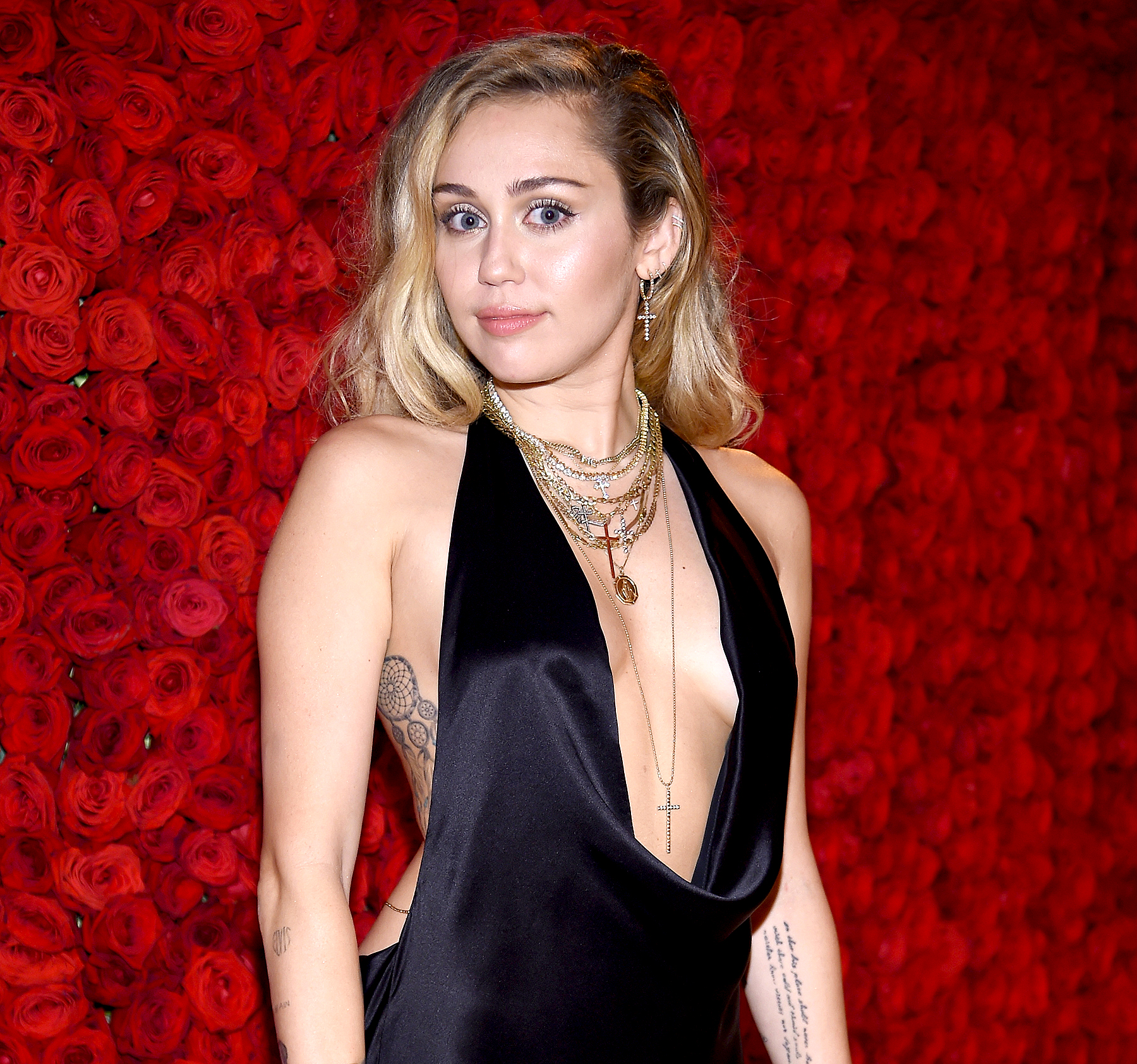 Photo Miley Cyrus naked (15 photo), Topless, Cleavage, Instagram, legs 2020