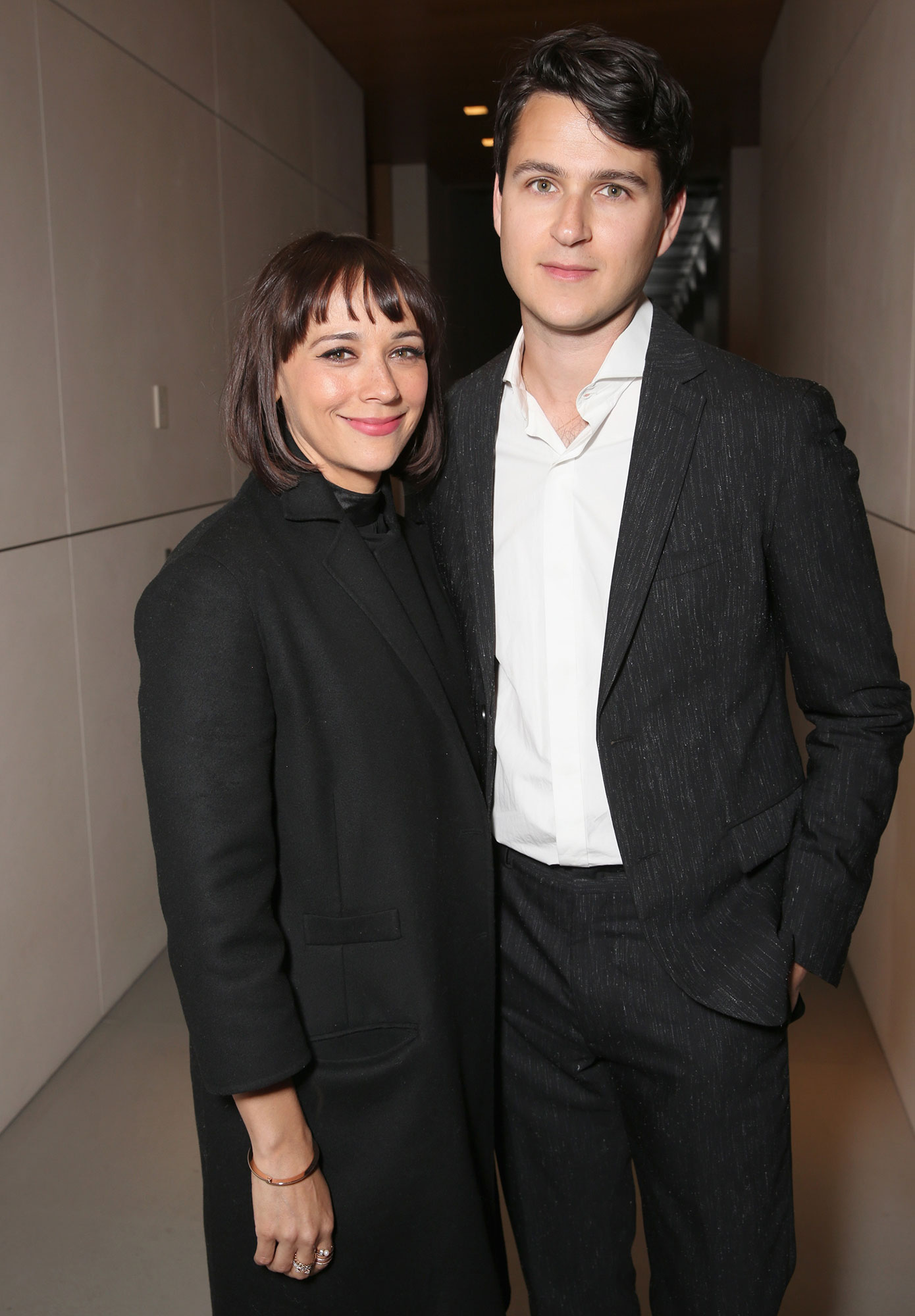 Rashida Jones Ezra Koenig - In September 2018, Us exclusively confirmed the Angie Tribeca star and the Vampire Weekend lead singer had welcomed their first child months prior.