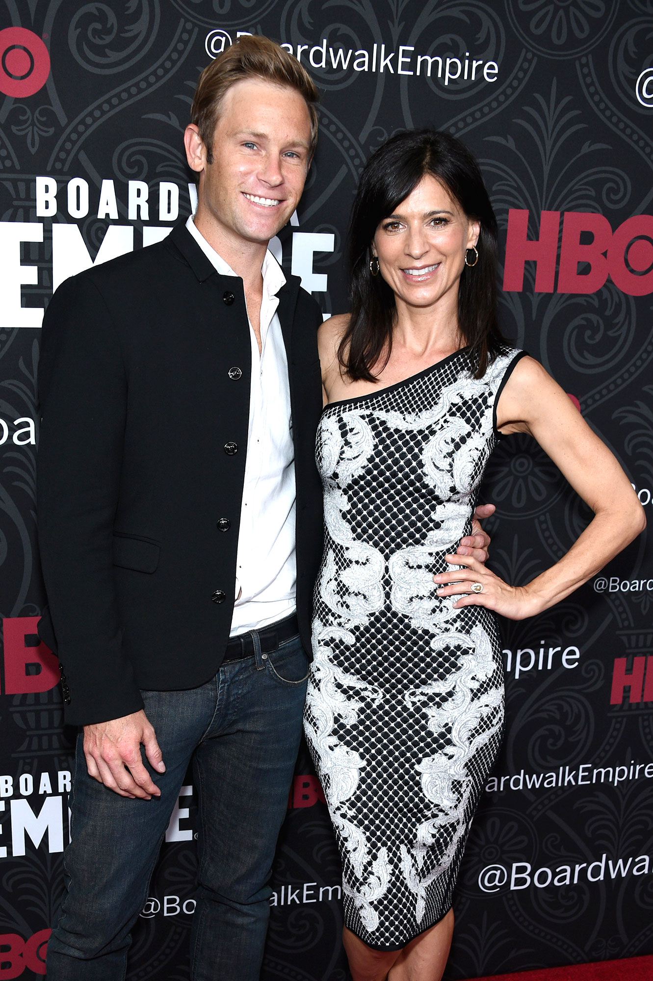 Perrey Reeves Aaron Fox - The Entourage alum and her husband secretly welcomed daughter Phoenix Delphine in October 2017, as her rep exclusively confirmed to Us the following March.
