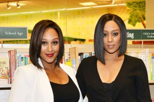 Tamera Mowry (L) and Tia Mowry