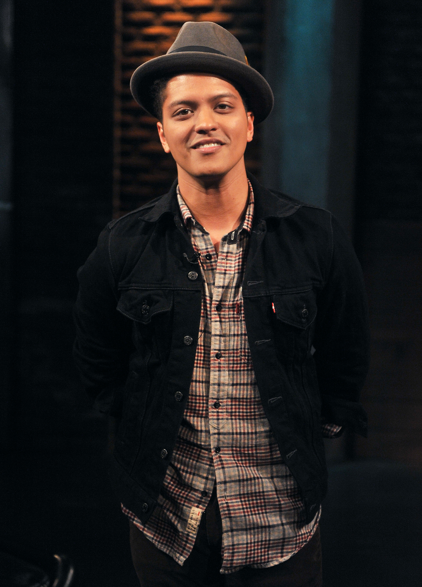 2855ccc19 Bruno Mars Donates 24,000 Thanksgiving Meals to People in Need in Hawaii