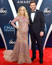 Carrie Underwood Baby Bump Mike Fisher CMAs 2018